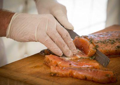 galerie Photos Val de Loir traiteur - atelier découpe de saumon