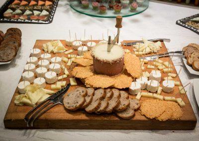 galerie Photos Val de Loir traiteur - plateau de fromages avec tête de moine