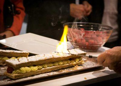 galerie Photos Val de Loir traiteur - animation création d'une millefeuille vanille framboise